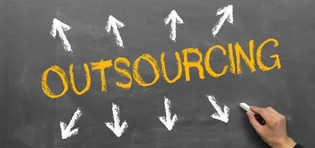 Outsourcing – co to jest i jak go stosować?